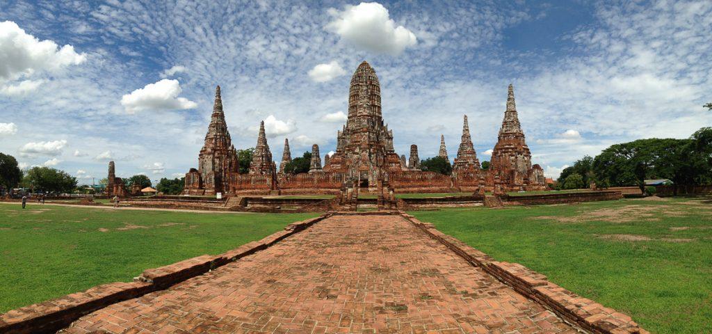 Vista del tempio di Wat Chaiwatthanaram