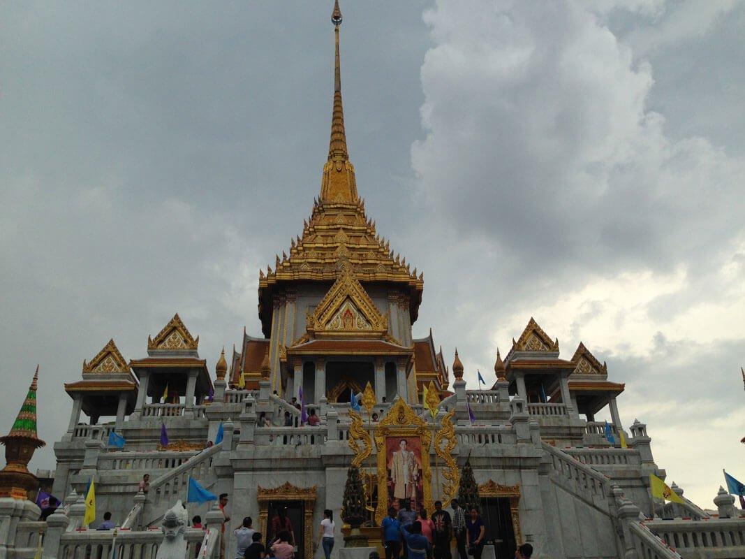 vista del tempio di Wat Traimit