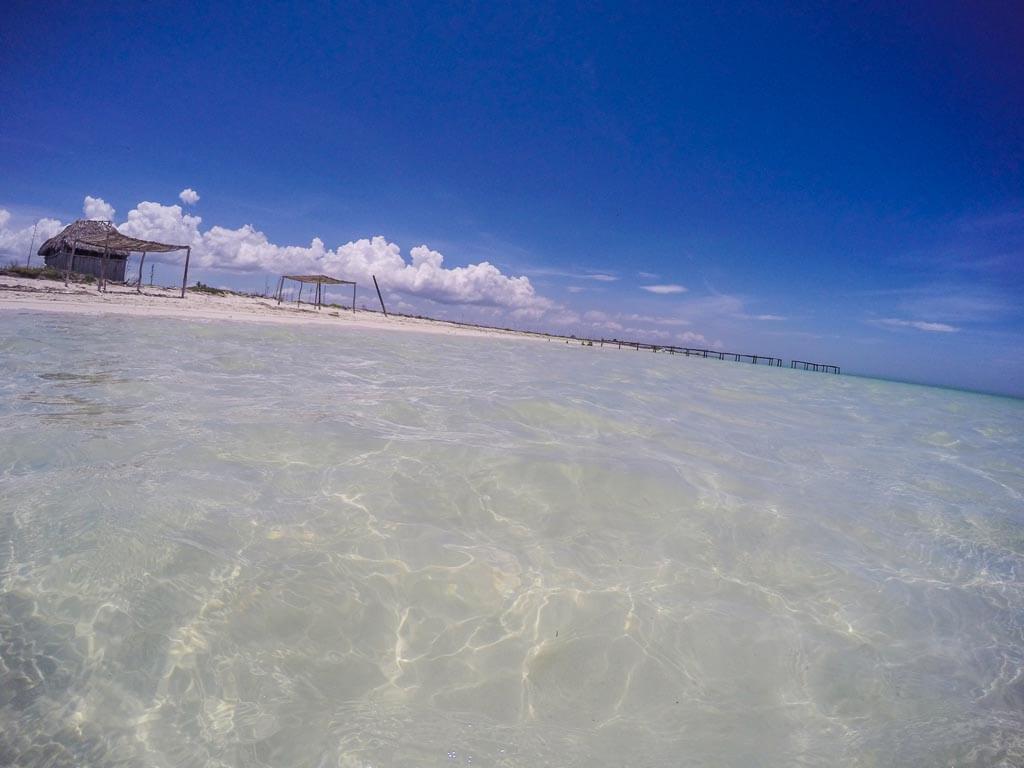 La spiaggia desolata sul Golfo del Messico