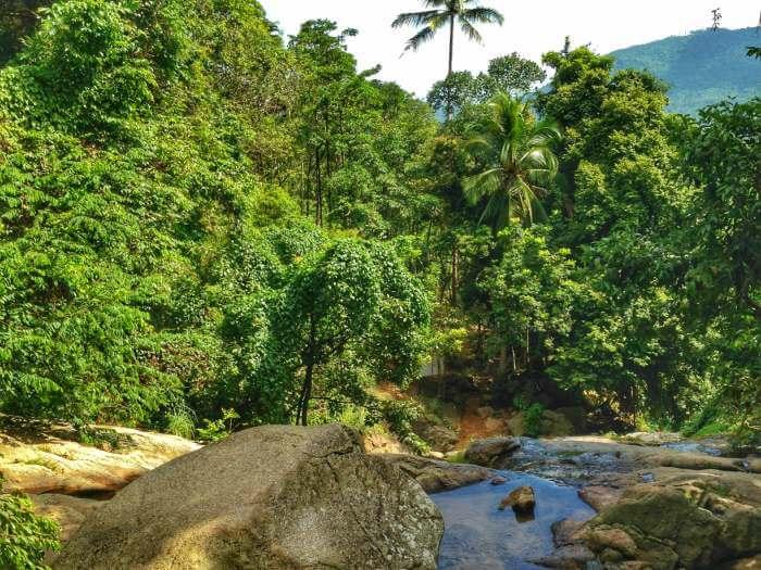 Vista dall'alto delle cascate Na Muang