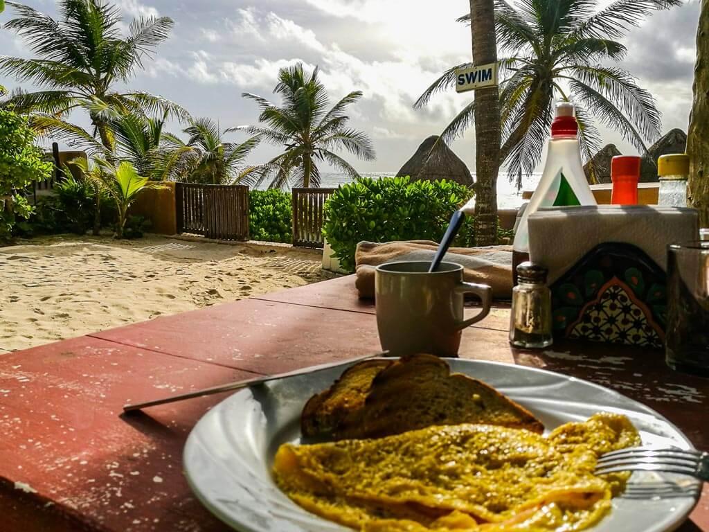Tulum - Calaluna colazione sulla spiaggia