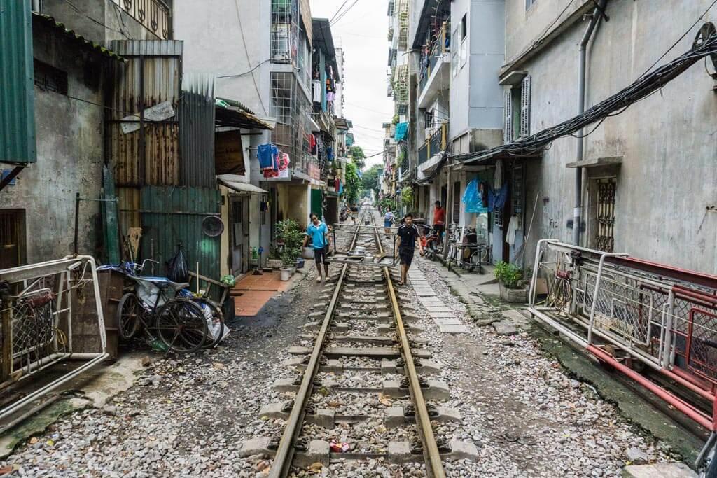 Binari nel centro di Hanoi