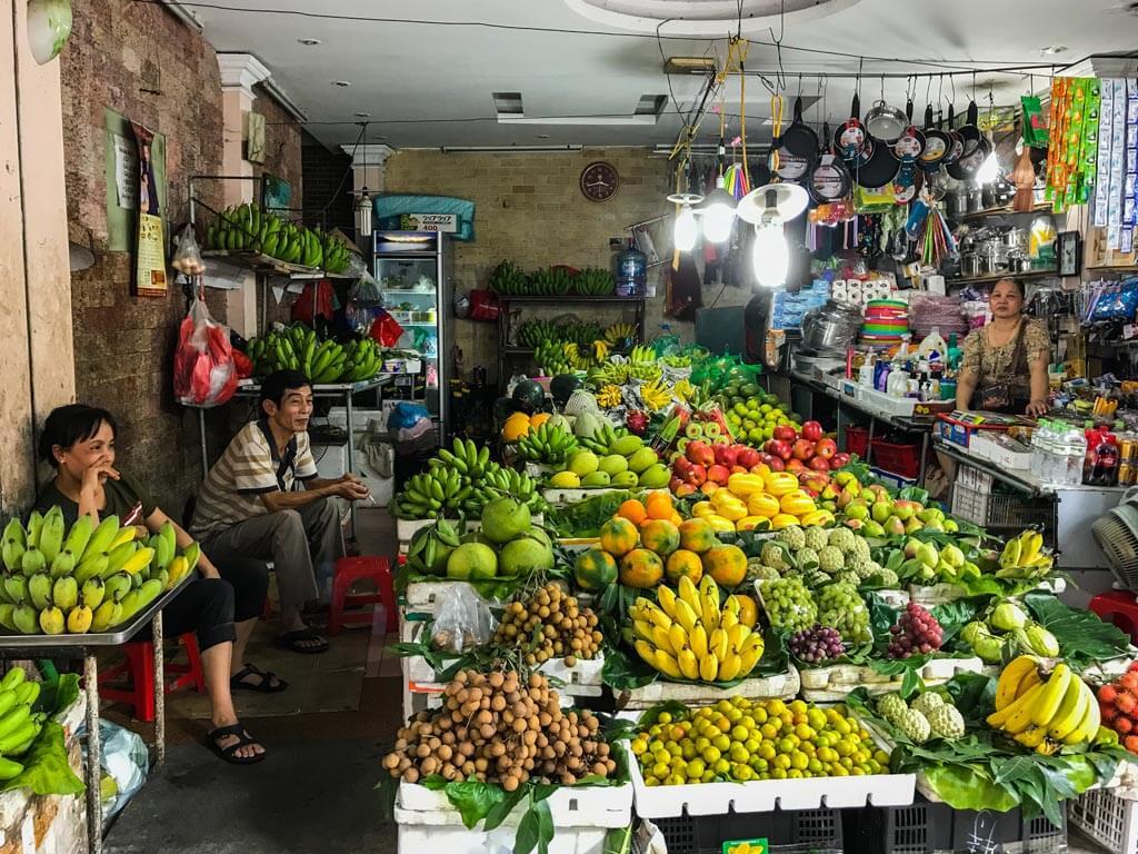 Mercato della frutta ad Hanoi