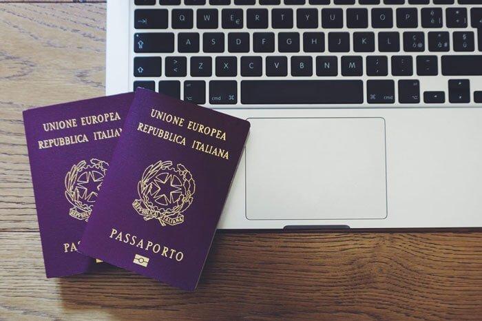 Passaporti sul computer portatile