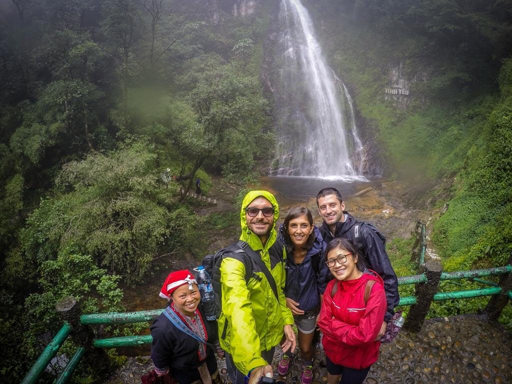 Foto di gruppo alla cascata