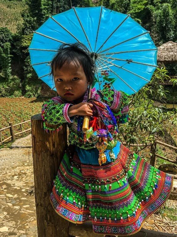 Bambina con l'ombrello