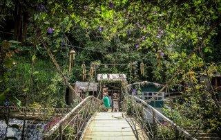 Il ponte che attraversa cat cat village