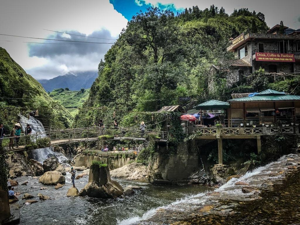 Il villaggio sopra il fiume