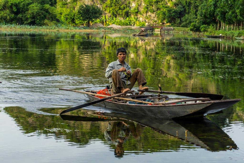 Vietnam del nord -Tam Coc, remando con i piedi