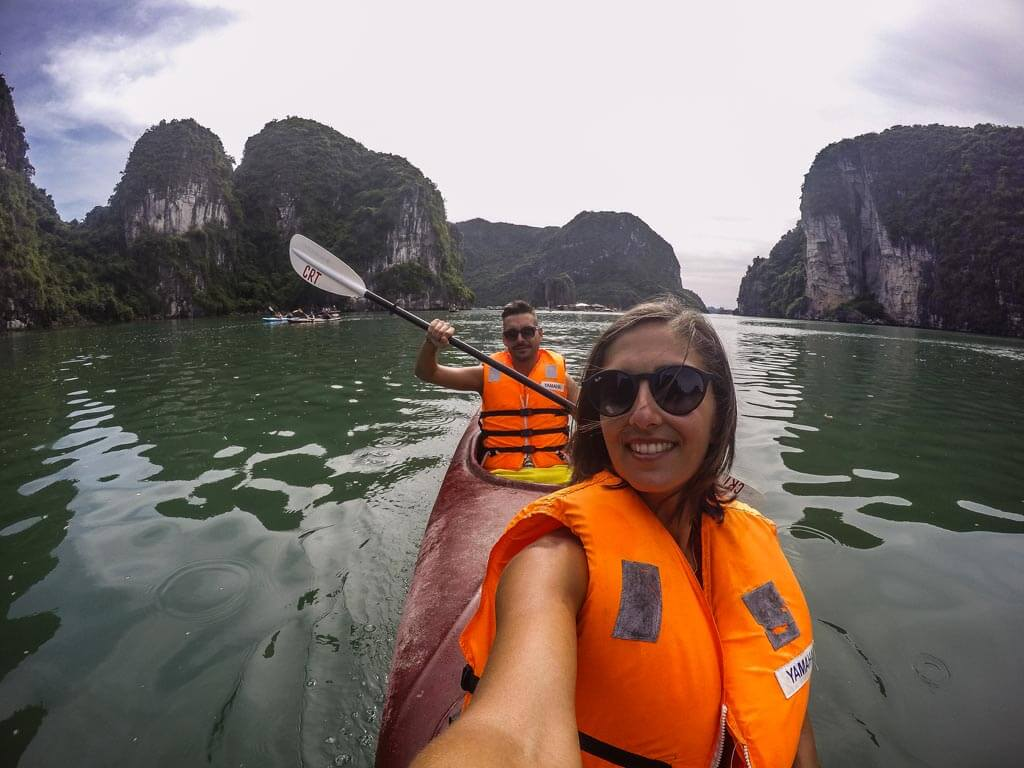 Halong Bay - gita in kayak
