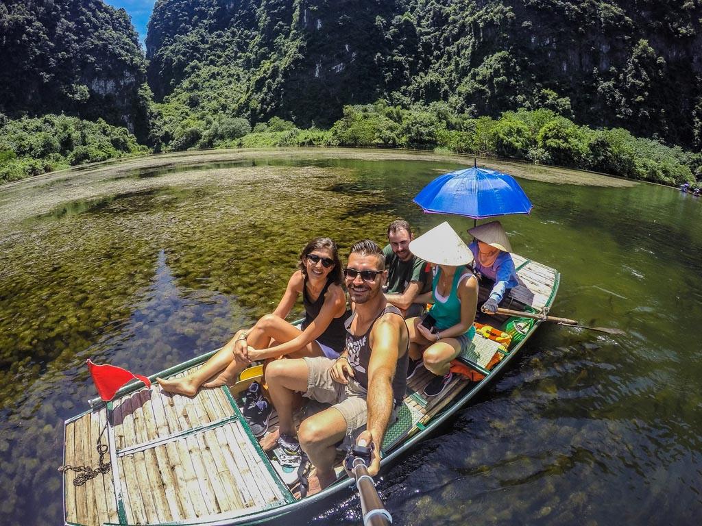 Vietnam del nord - selfie sulla barca con Miriam e Teo
