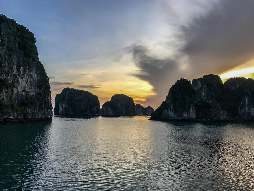 Halong Bay - tramonto
