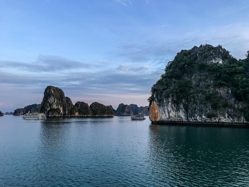 L'alba ad Halong Bay