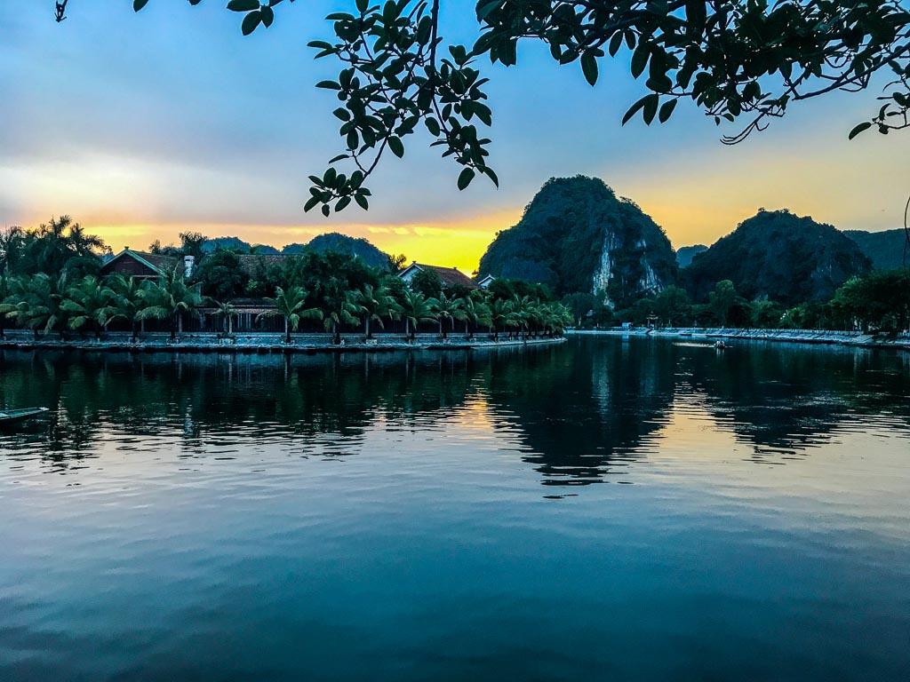 Vietnam del nord - tramonto sul fiume Tam Coc