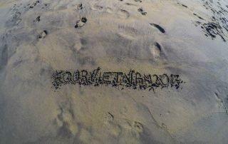 scritta sulla spiaggia #ourvietnam2017