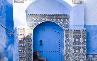 Serena tra i mosaici di Chefchaouen