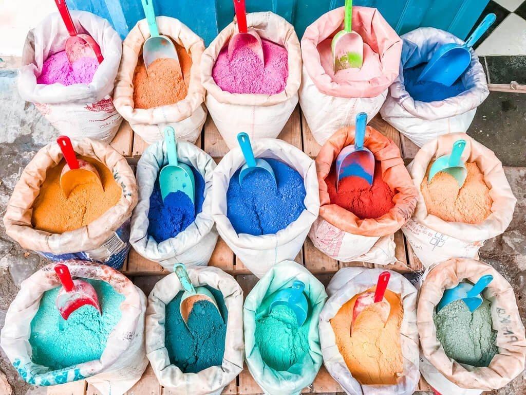 I sacchi di polvere colorata di Chefchaouen