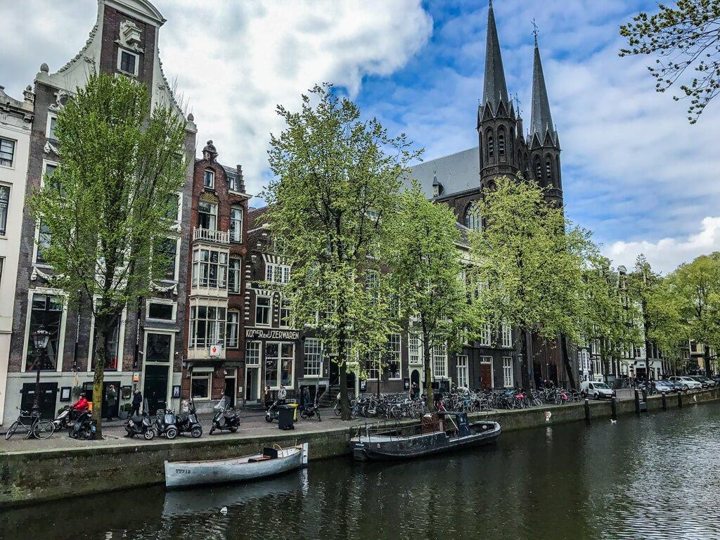 Amsterdam_chiesa su canale