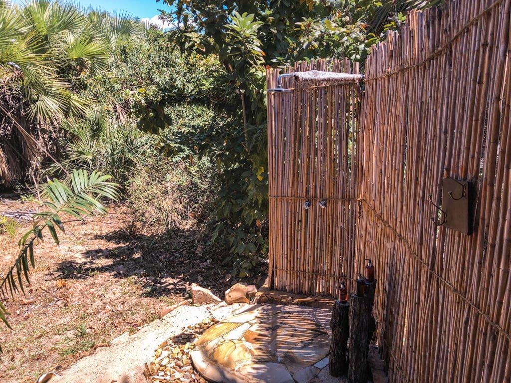 Doccia esterna del nostro alloggio in Roho ya Selous di Asilia Africa