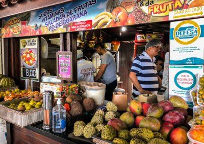 Chiosco di frutta fresca al mercato centrale di Fortaleza